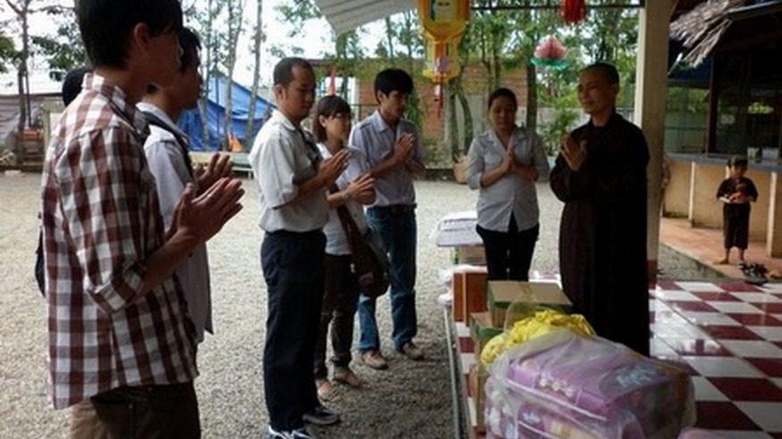 Chuyến từ thiện và hành hương đầu năm của nhóm Người Áo Lam